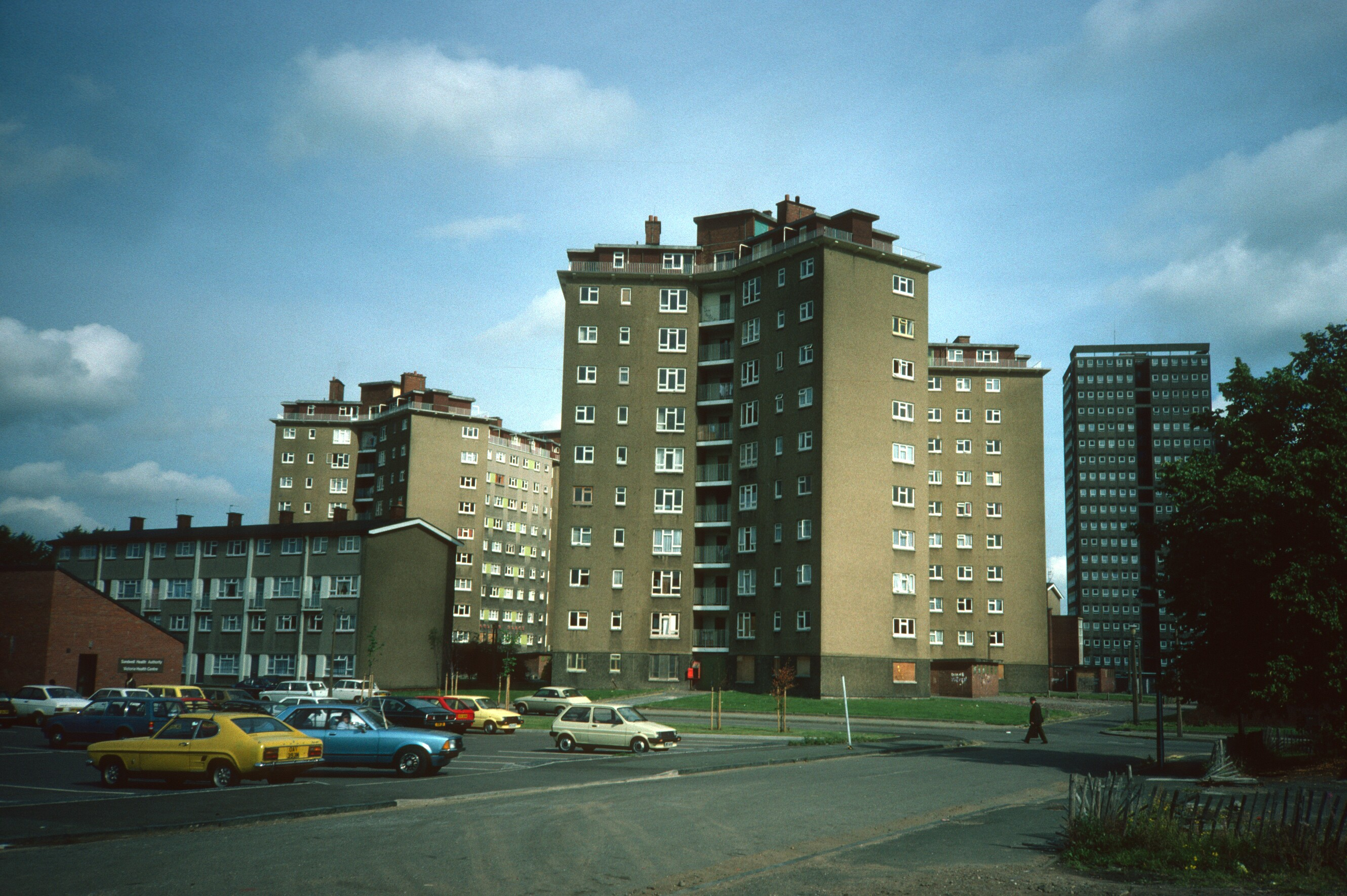 <p>View of Murdoch Place and Boulton Place. Two 11-storey blocks containing 128 dwellings, built 1954, now demolished.</p>