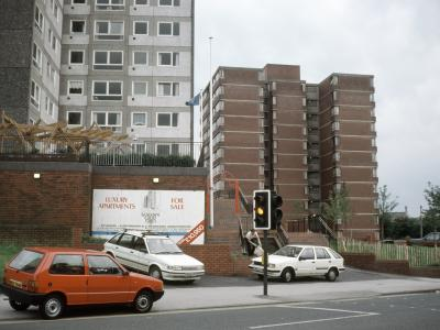 View of Sandown Court from Avenham Lane, with advertisement for flats attached